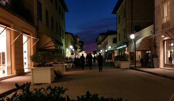 Forte dei Marmi is 10 km far from the Camping