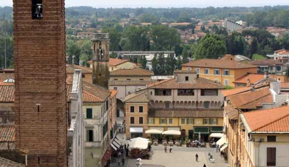Pietrasanta is 15 km far from the Camping