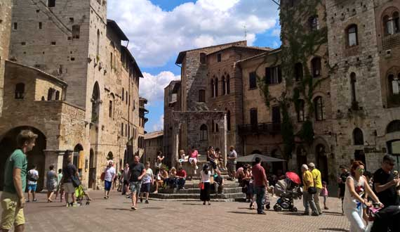 San Gimignano is 129 km far from the Camping